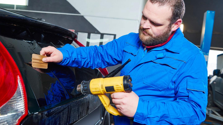 Installazione professionale pellicole oscuranti vetri auto